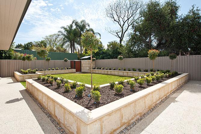 Limestone garden edging perth wa garden ftempo for Landscape design jobs perth